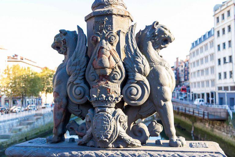 Seres alados puente la Merced, uno de los grandes misterios de Bilbao